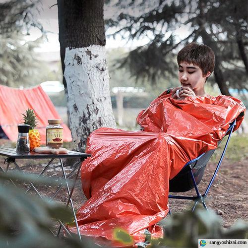 緊急アルミサバイバル寝袋 オレンジ 使用例2